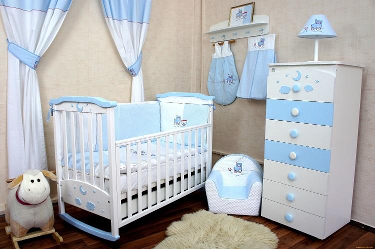 Кроватка для ребенка в посуточной квартире